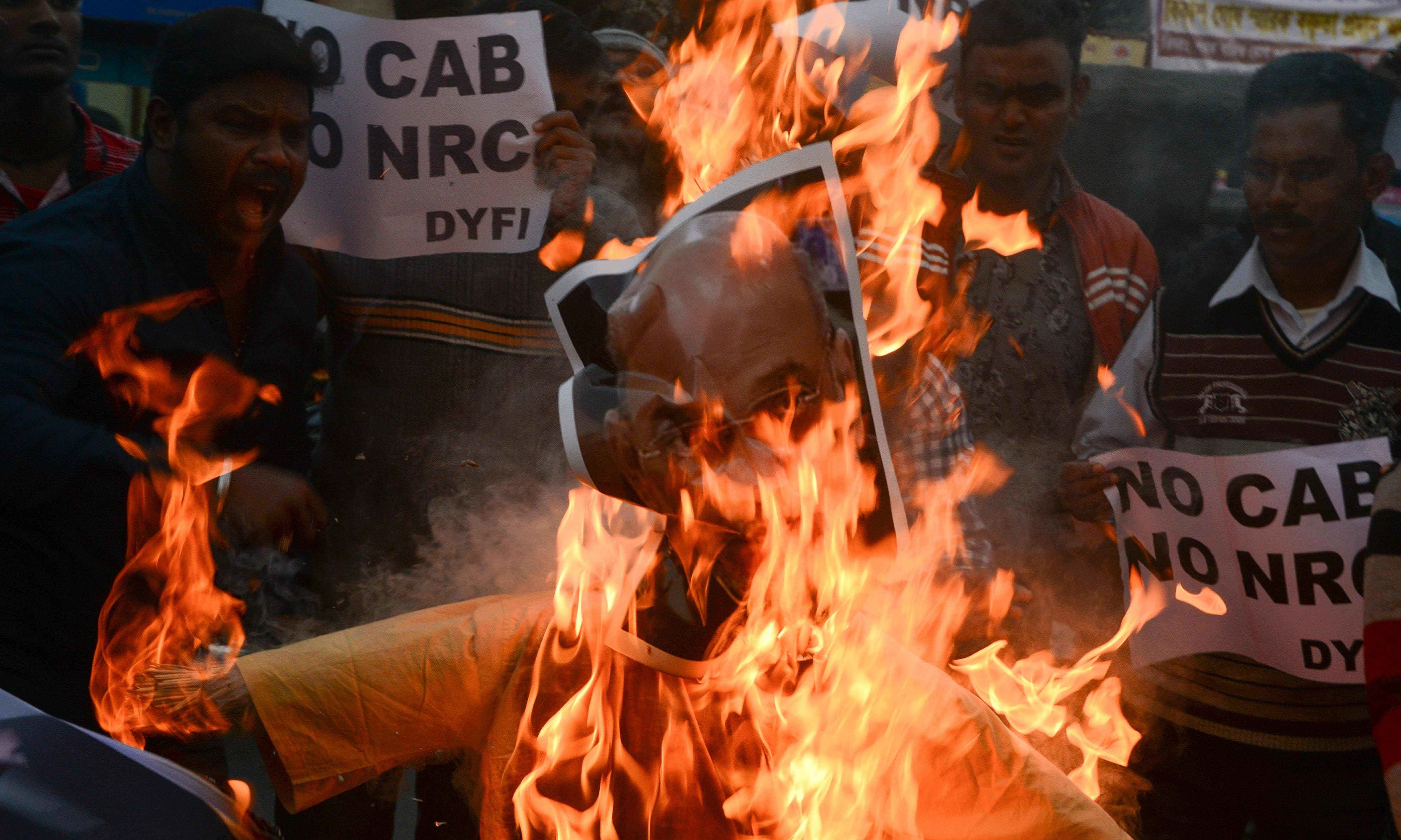 کئی علاقوں میں احتجاجی مظاہروں کے دوران صورتحال کشیدہ ہوگئی—تصویر: اے ایف پی