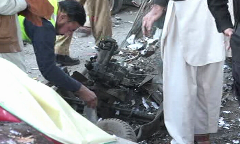 Police and bomb disposal units have reached the site of a cylinder blast in an auto-rickshaw outside the Khyber Pakhtunkhwa Assembly and Peshawar High Court on Monday. — DawnNewsTV