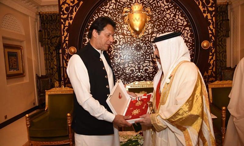 Prime Minister Imran Khan receives Bahrain's highest civil award, conferred upon him by King Hamad bin Isa Al-Khalifa. — Photo provided by Sanaullah Khan