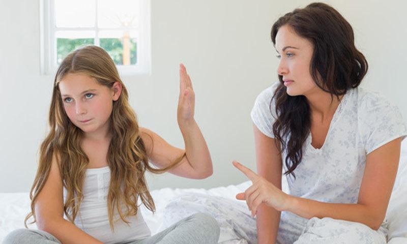 عام طور پر غلطیاں کرتے وقت والدین کو ان کا احساس نہیں ہوتا—فوٹو: پیرنٹنگ بلاگ