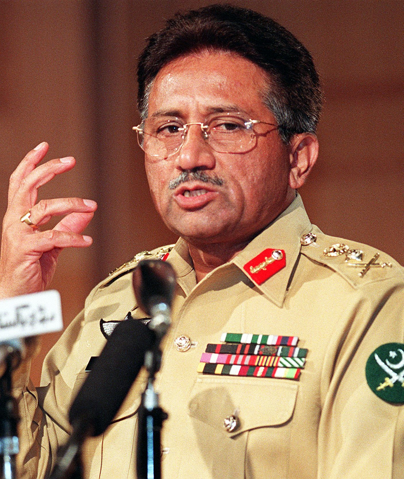Military ruler General Pervez Musharraf gives his four-point agenda during his first press conference after a bloodless military coup in Islamabad, November 1, 1999. Musharraf said he plans to hold a referendum to seek legitimacy after the army coup the previous month. — AFP