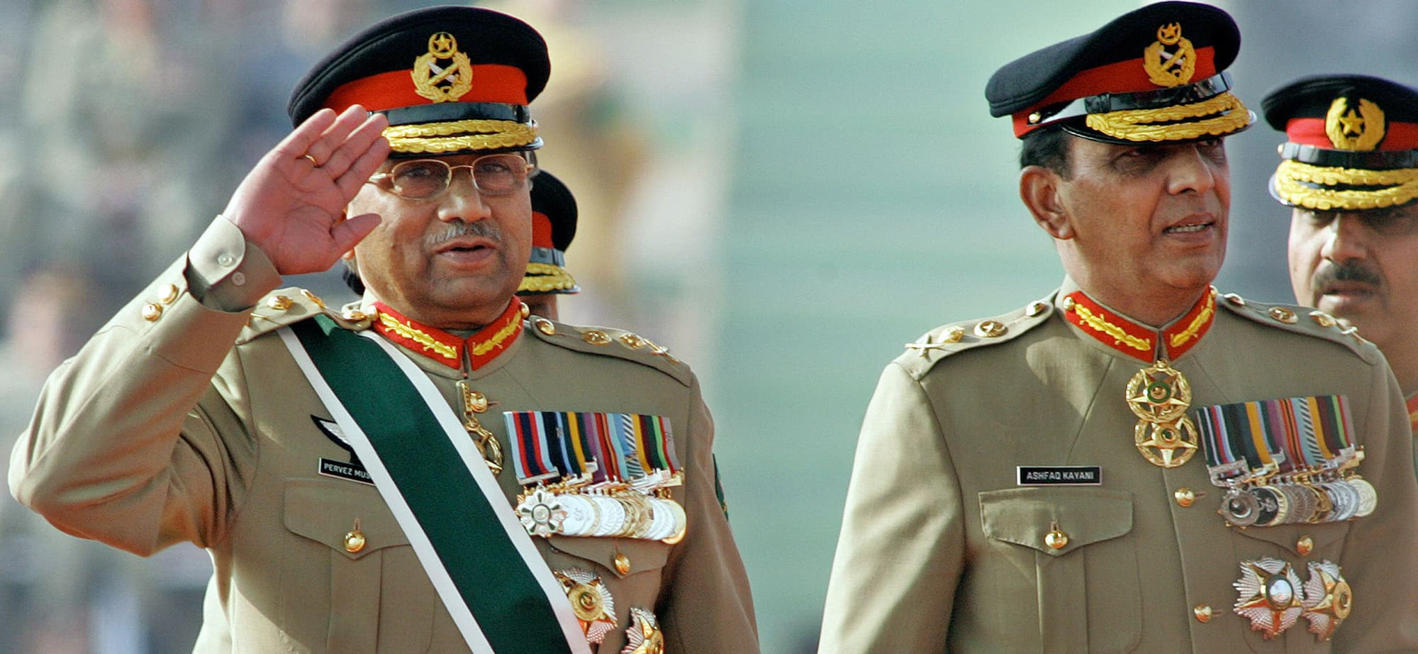 (FILES) In this photograph taken on November 28, 2007, then Pakistani President Pervez Musharraf (L) salutes as he arrives with then newly appointed army chief General Ashfaq Kiyani during the change of command ceremony in Rawalpindi.  A Pakistani court on April 18, 2013, has ordered the arrest of former military ruler Pervez Musharraf for his controversial decision to dismiss judges when he imposed emergency rule in 2007, officials said. It was not immediately clear if or when the retired general would be arrested