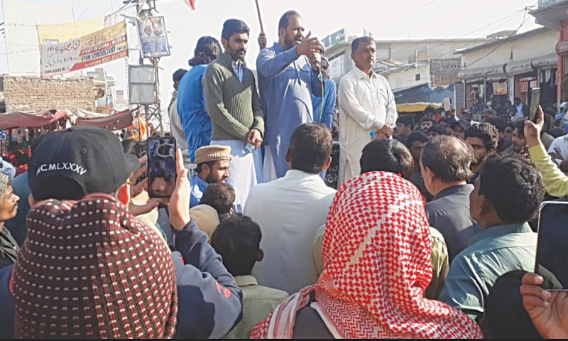 MATLI municipality chairman speaks to enraged protesters in the wake of anti-encroachment drive in the town on the banks of Phuleli Canal.—Dawn