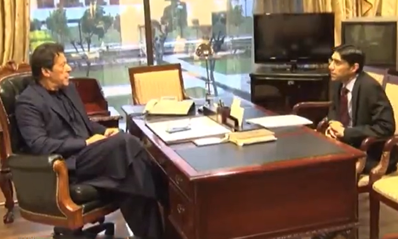 Dr Moeed Yusuf (R) in a meeting with PM Imran Khan in November. — DawnNewsTV/File