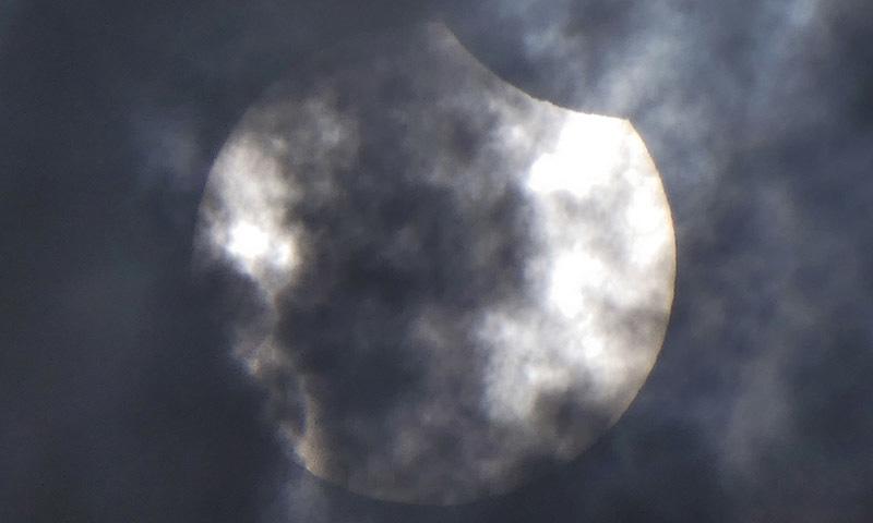 سورج گرہن سے متعلق احتیاطی تدابیر بھی جاری کی گئیں—فوٹو: اے ایف پی