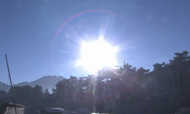 سورج گرہن حلقہ نما (اینالر گرہن) ہے— فوٹو:ڈان نیوز