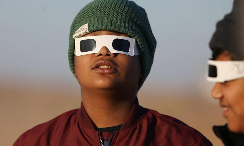 سورج گرہن سے کئی توہمات بھی وابستہ ہیں— فوٹو: رائٹرز