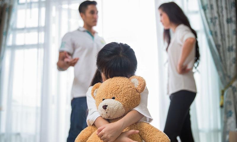 والدین خود صحت مند نہیں ہوں گے تو وہ بچوں کا خیال نہیں رکھ پائیں گے—فوٹو: شٹر اسٹاک