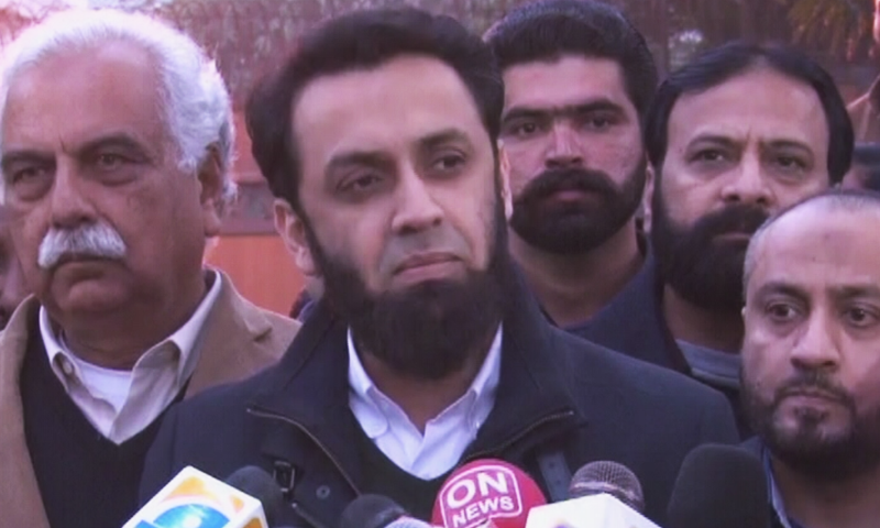 Ataullah Tarar, deputy secretary general of PML-N, speaks to the media. — DawnNewsTV