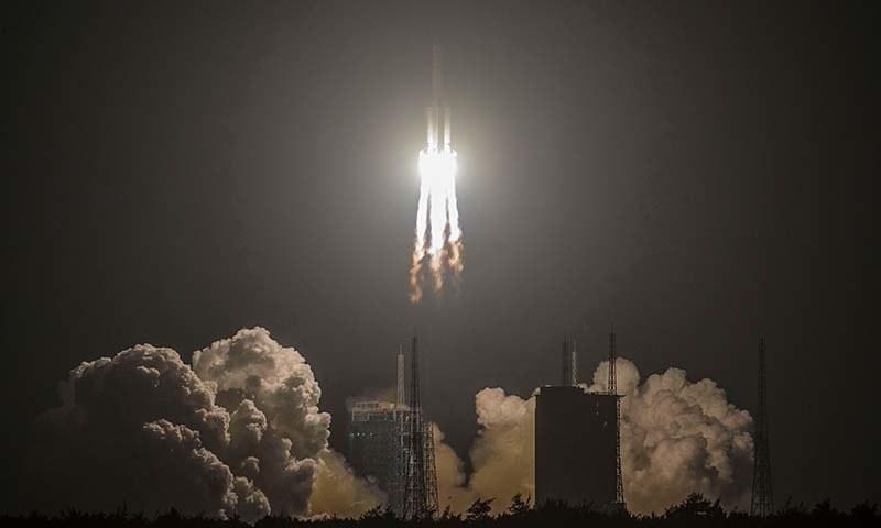 2000 سیکنڈز کے بعد  شیجیان 20 سیٹلائٹ کو اپنے پہلے سے طے شدہ مدار میں بھیج دیا گیا۔ — فوٹو: اے ایف پی