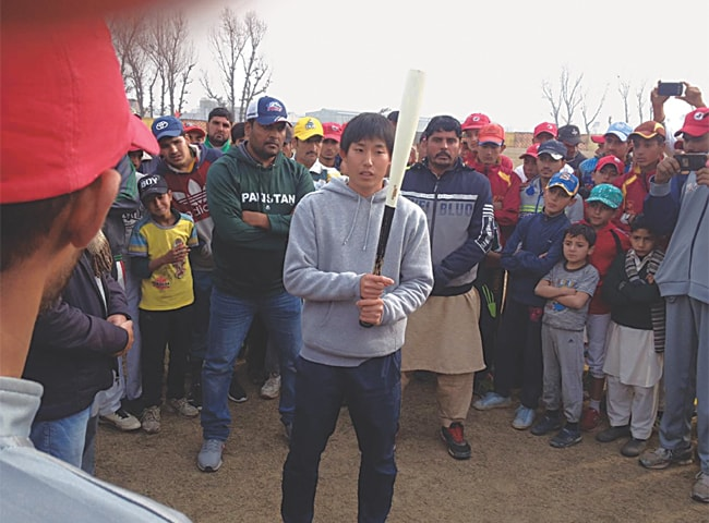 KAZUYA Yagi imparts baseball techniques to youngsters at the Yar Hussain Academy on Thursday.—Muqaddam Khan
