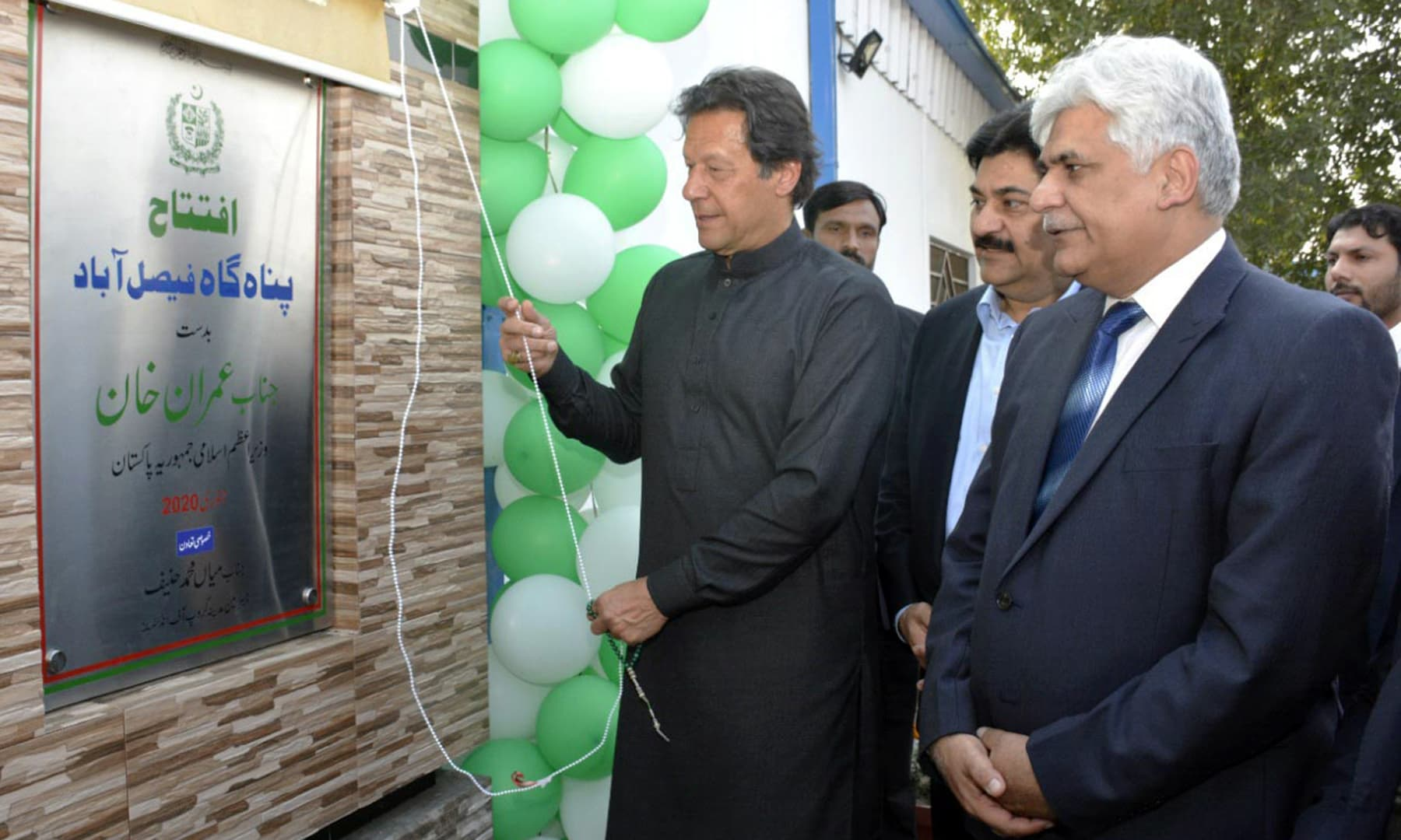 Prime Minister Imran Khan unveiling the inaugural plaque of Panahgah in Faisalabad on Friday. — PID