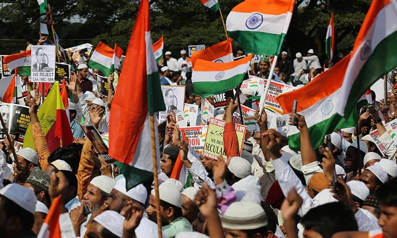 سلی گوری میں 20 ہزار سے زائد اور چنائی میں بھی ہزاروں افراد نے مظاہرہ کیا—تصویر: اے ایف پی