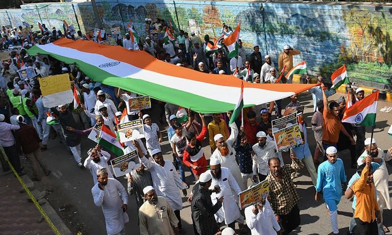 دارلحکومت نئی دہلی، گوہاٹی اور دیگر شہروں میں بڑی ریلیاں نکالی گئیں—تصویر: اے پی