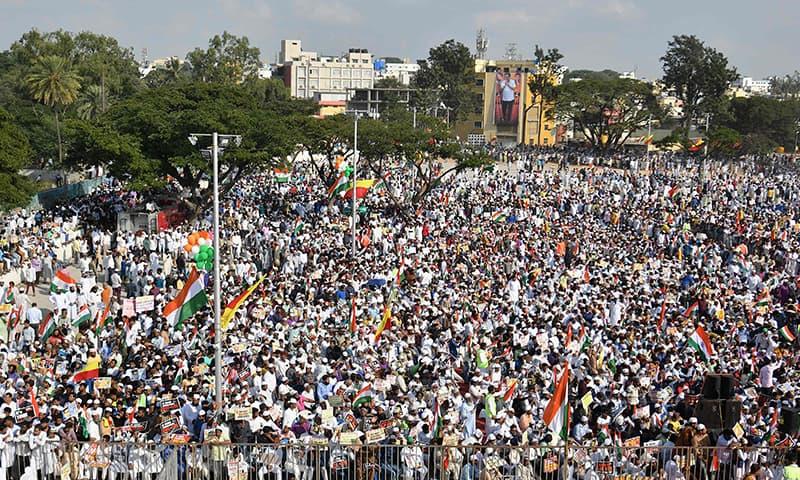 بھارت جنوبی شہر بنگلور میں تقریباً 30 ہزار افراد شریک ہوئے—تصویر: اے ایف پی