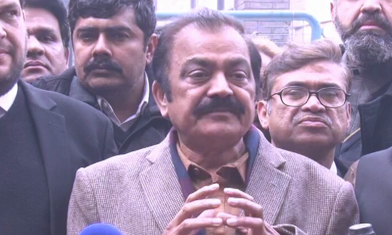 PML-N leader Rana Sanaullah talking to media personnel outside an anti-narcotics court in Lahore on Saturday. – <em>DawnNewsTV</em>
