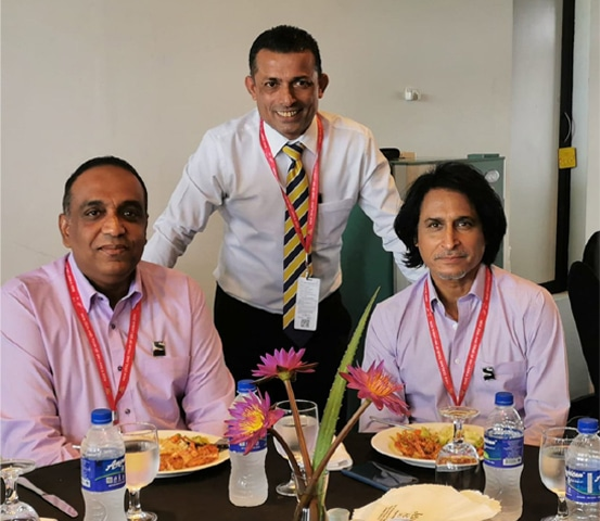 Enjoying a meal with friends Roshan Iddamalgoda and Ramiz Raja - Photos courtesy: Roshan Abeysinghe