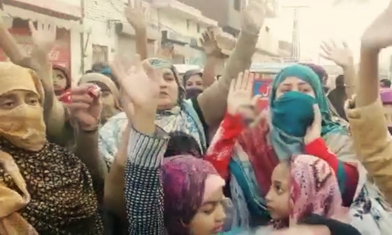 Protesters chant slogans during the demonstration in Nankana Sahib on Friday. — DawnNewsTV/File