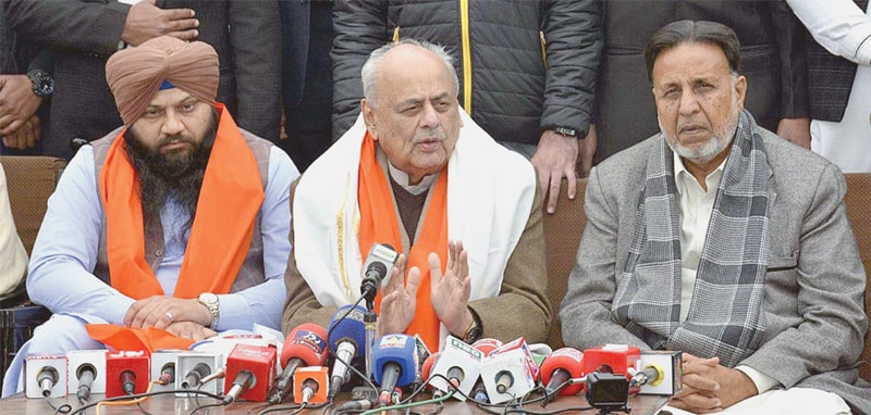 NANKANA SAHIB: Interior Minister retired Brig Ijaz Ahmad Shah (centre) addressing a press conference at Gurdwara Janam Asthan Nankana Sahib on Sunday.—APP