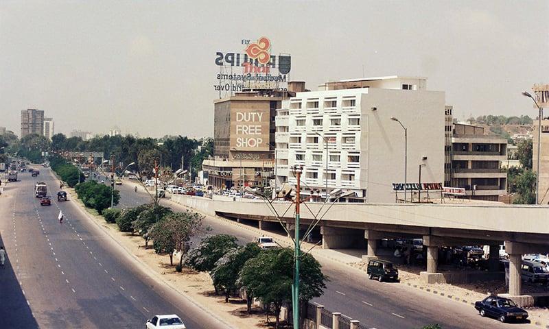 1995ء میں شارع فیصل کی لی گئی ایک تصویر—فوٹو عبیداللہ کیہر
