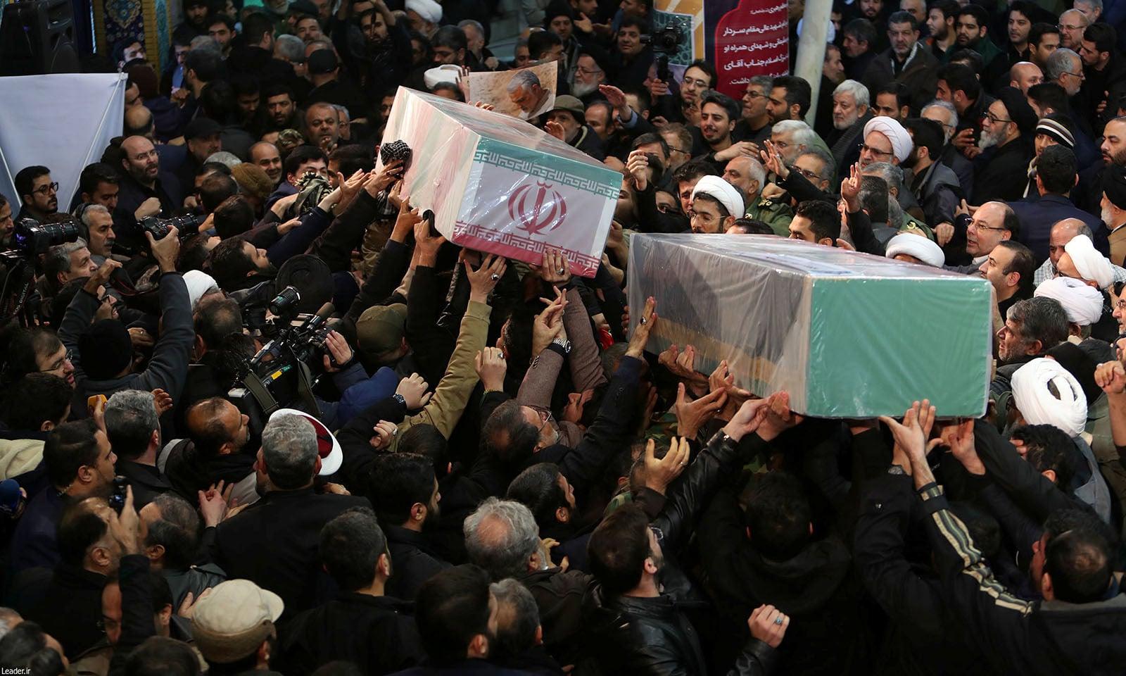 ایرانی کمانڈر قاسم سلیمانی کا جسد خاکی 5 جنوری کو ایران منتقل کیا گیا تھا — فوٹو: رائٹرز