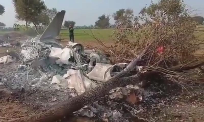 پاک فضائیہ کا تربیتی طیارہ معمول کی پرواز کے دوران گر کر تباہ ہو گیا— اسکرین شاٹ