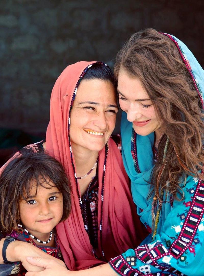 روزی گیبریل بلوچستان کے دیہی علاقوں میں بھی گئیں—فوٹو: انسٹاگرام
