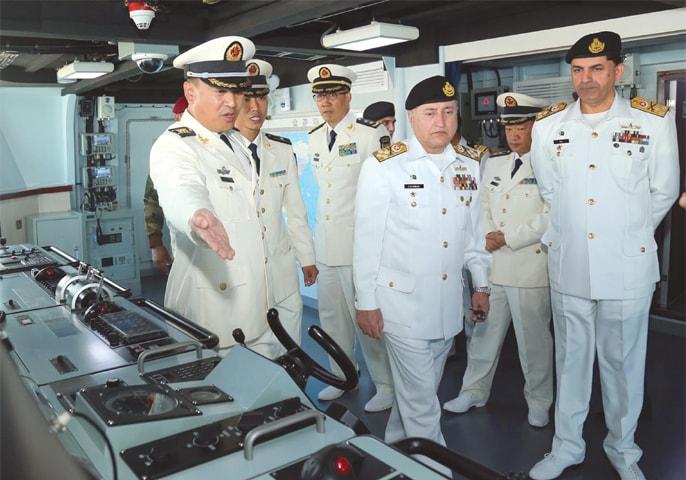 KARACHI: Chief of the Naval Staff Admiral Zafar Mahmood Abbasi visits a Chinese navy ship during Sea Guardians 2020 exercise on Thursday.—INP