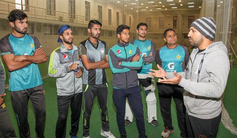 Former Pakistan national and U-19 skipper Sarfraz Ahmed shares tips with Pakistan U-19 players -Photo courtesy: PCB
