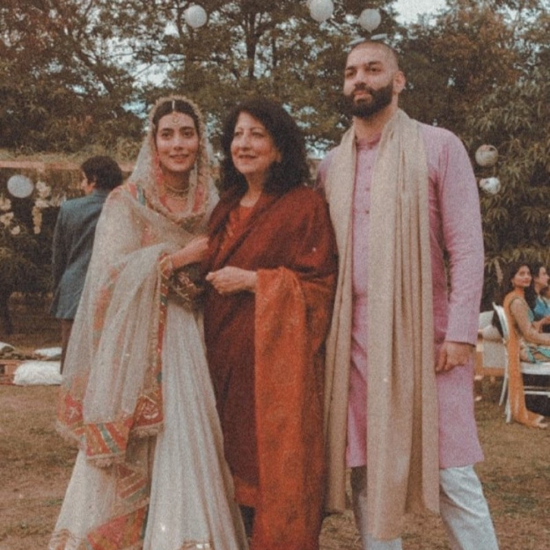 With the bride's mother. —Photo via @zarapeerzada on Instagram