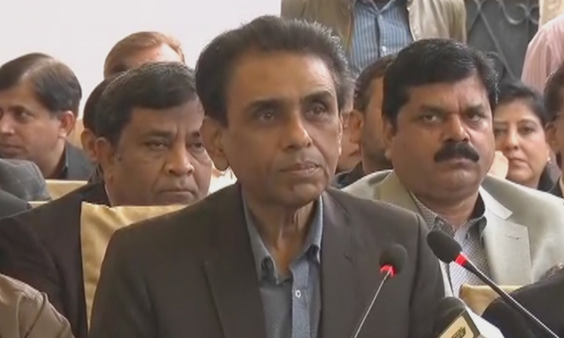 Muttahida Qaumi Movement-Pakistan convener Dr Khalid Maqbool Siddiqui addresses a press conference on Sunday. — DawnNewsTV