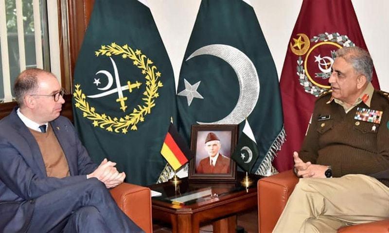 جرمن دفتر خارجہ کے وزیر مملکت نیلس انین نے جنرل قمر جاوید باجوہ سے جی ایچ کیو راولپنڈی میں ملاقات کی — فوٹو: بشکریہ ریڈیو پاکستان