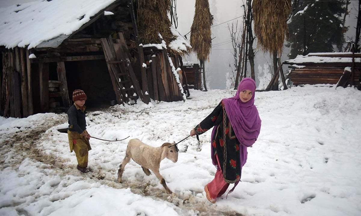 آزاد کشمیر میں شدید برف باری، 11 افراد جاں بحق