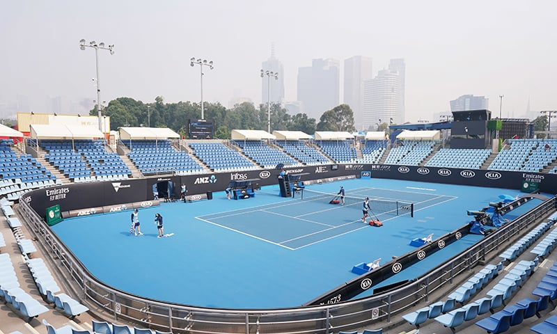 Australian Open qualifying player collapses on court as bushfire smoke chokes Melbourne