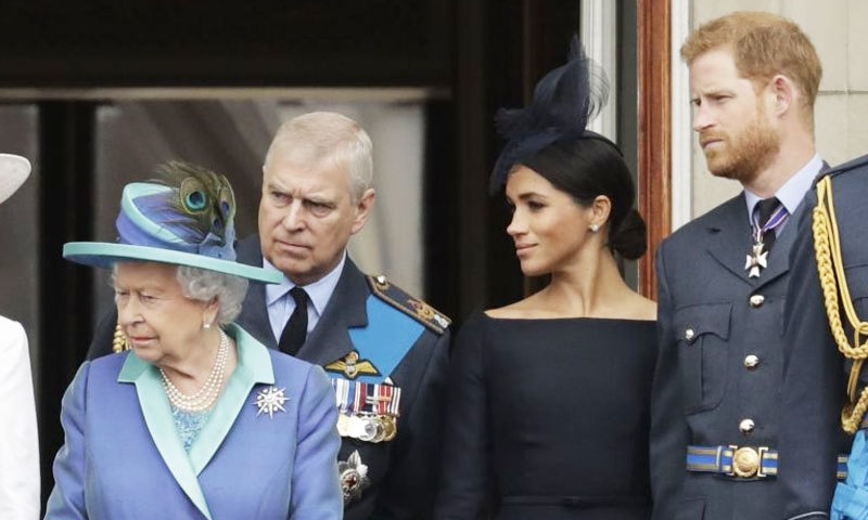 ملکہ برطانیہ کے مطابق مستقبل میں شہزادہ ہیری اور ان کی اہلیہ کے فیصلے سے متعلق اقدامات کیے جائیں گے — فائل فوٹو: رائٹرز