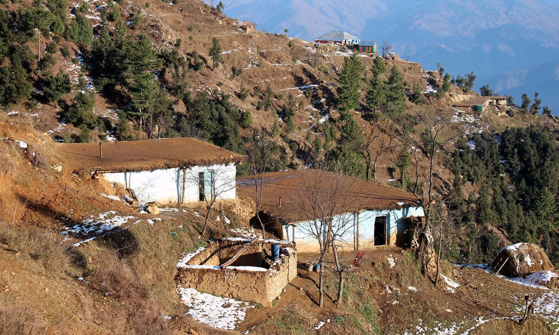 Simple mud houses in Ranzra village decorate the area near Jenako Maidan.