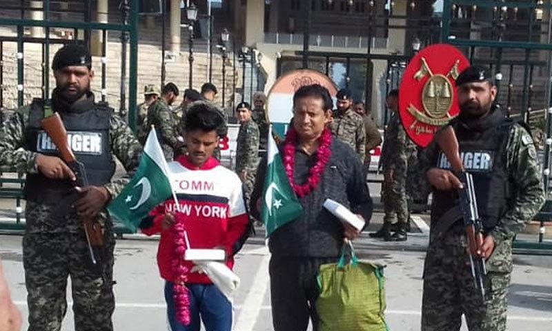 پاکستانی قیدیوں نے چند برس قبل غیر قانونی طور پر پاک بھارت سرحد پار کی تھی — فوٹو:نوید صدیقی