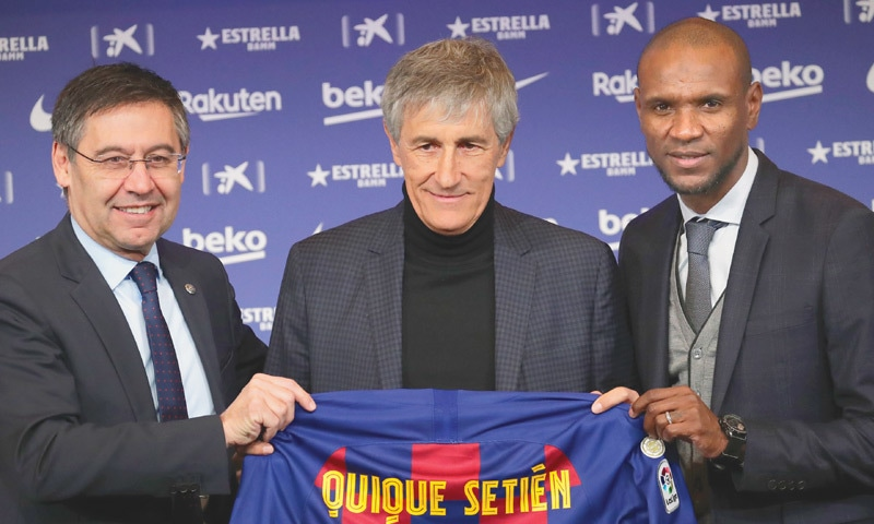 QUIQUE Setien (C) poses with Barcelona president Josep Maria Bartomeu (L) and director of football Eric Abidal as he is officially introduced as the club's new coach at the Camp Nou on Tuesday.—AP