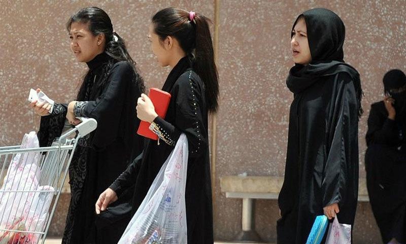 خواتین ملازمین کی جرائم میں ملوث ہونے کی خبریں بھی سامنے آتی رہتی ہیں—فائل فوٹو: اے ایف پی