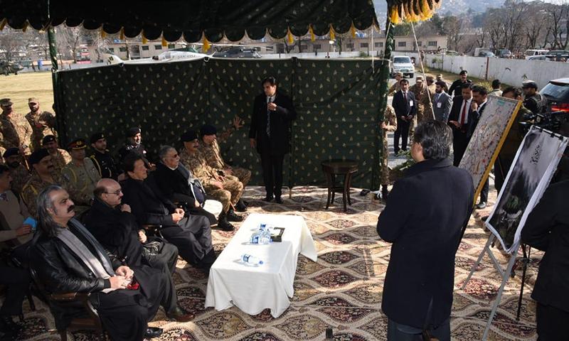 وزیر اعظم عمران خان کو صورتحال پر مکمل بریفنگ دی گئی— فوٹو: ثنااللہ