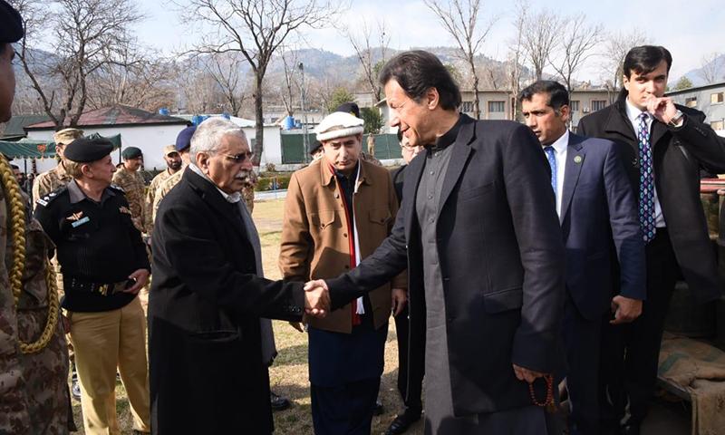 وزیر اعظم عمران خان کا آزاد کشمیر کے متاثرہ علاقوں کا دورہ