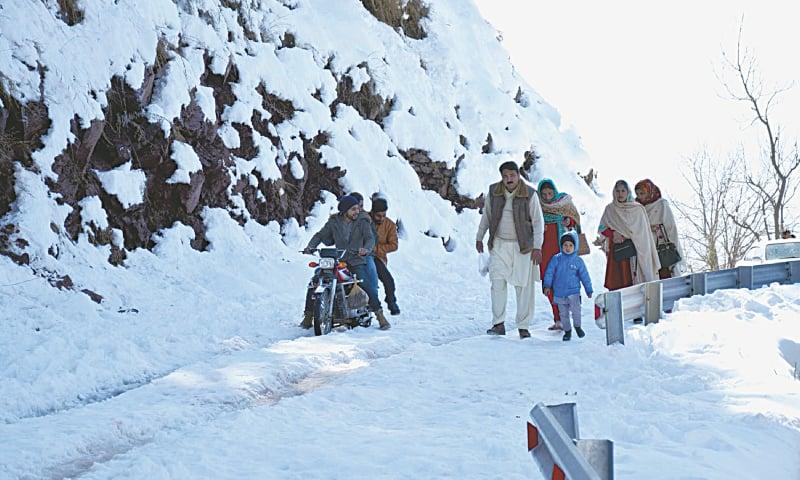 MUZAFFARABAD: Tourists visit Pir Chinasi after snowfall on Friday.—INP