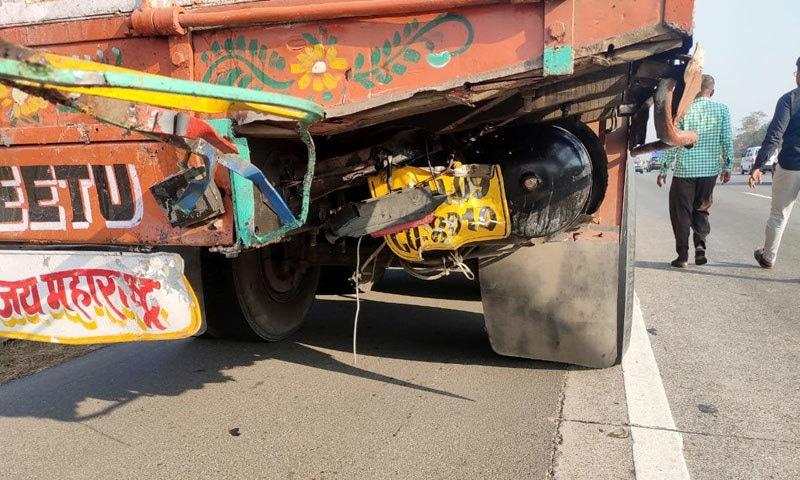 اداکارہ کی گاڑی ایک ٹرک سے پیچھے سے جا ٹکرائی — فوٹو: بشکریہ اے این آئی