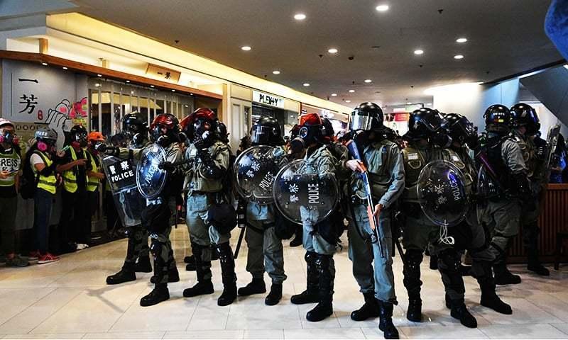 پولیس نے بتایا کہ ہم تمام فسادیوں اور پرتشدد کارروائیوں کی شدید مذمت کرتے ہیں—فائل فوٹو: اے ایف پی
