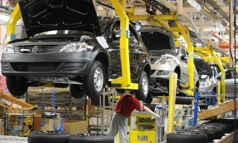 The auto industry needs a stimulus from the government to reduce car prices. — AFP/File