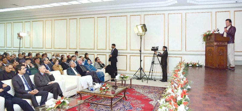 ISLAMABAD: Prime Minister Imran Khan is addressing a gathering of traders on Monday.—APP