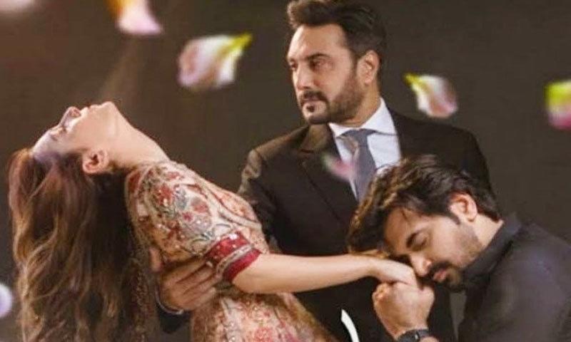 عائزہ خان اور ہمایوں سعید نے ڈرامے میں مرکزی کردار نبھائے — فوٹو: اسکرین شاٹ