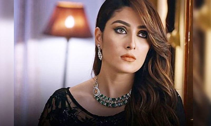 ڈرامے میں عائزہ خان کو لالچی خاتون کے طور پر دکھایا گیا ہے—اسکرین شاٹ