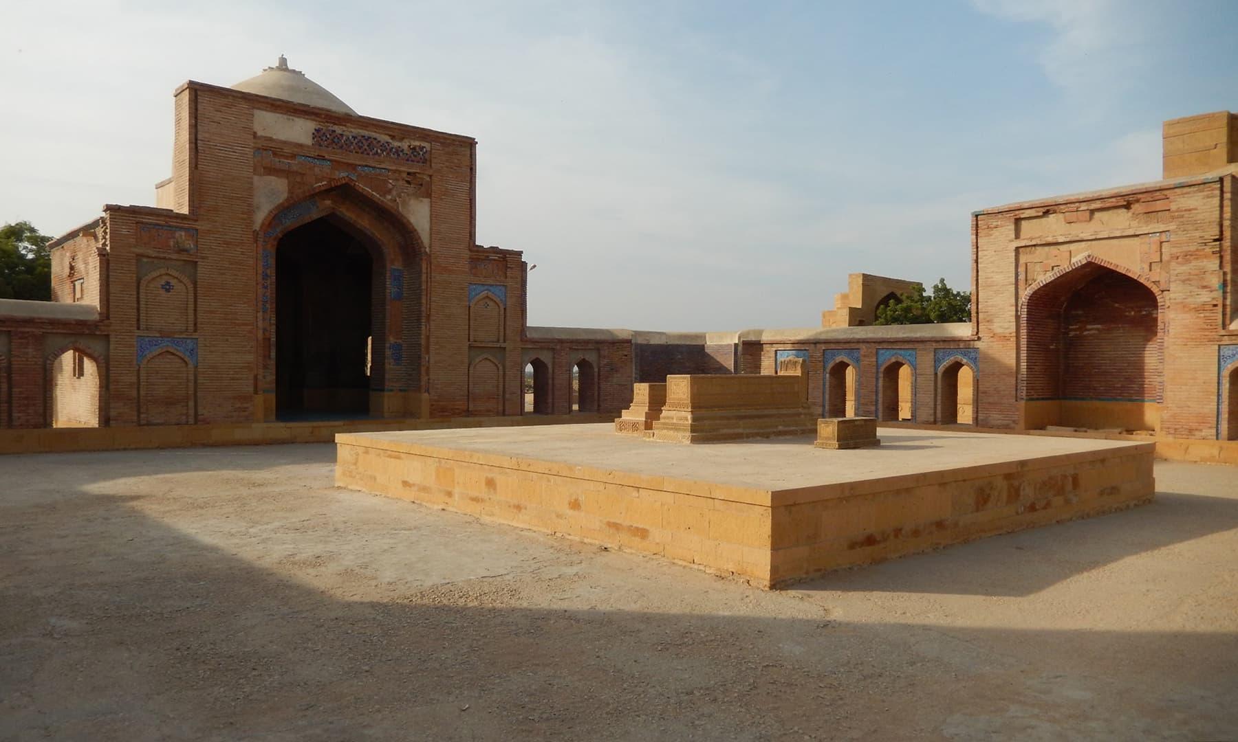 مرزا باقی بیگ کی آخری آرام گاہ—تصویر ابوبکر شیخ