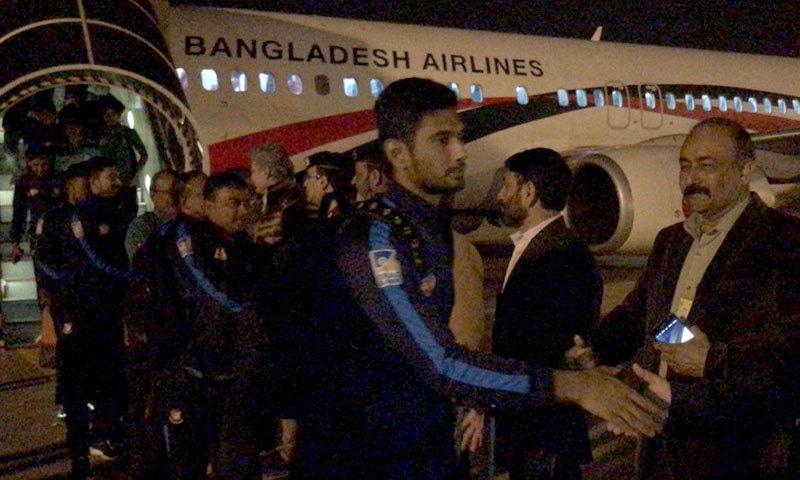 مہمان ٹیم کو سخت سیکیورٹی حصار میں ہوٹل پہنچایا گیا — فوٹو: پی سی بی ٹوئٹر